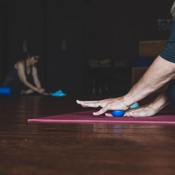 The MELT Method uses soft treatment balls to stimulate the hands and feet with an easy-to-learn technique that can help reduce common painful symptoms like plantar fasciitis, carpal tunnel, arthritis, even headaches, gut issues and insomnia!